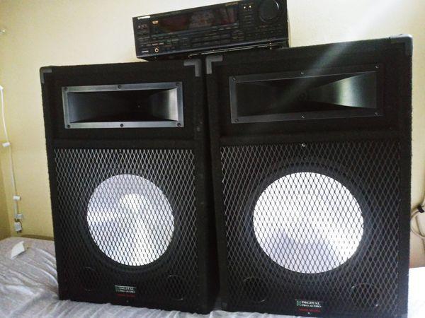 Speakers wiht amplifier