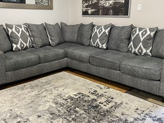 GRAY SECTIONAL for Sale in St. Louis,  MO