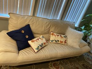 White Leather couch for Sale in Chicago, IL