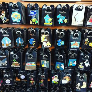 100 PCS DISNEY TRADING PINS NEW for Sale in Altamonte Springs, FL