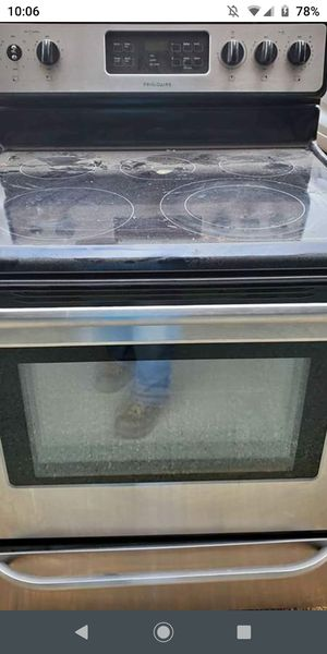 Frigidaire glass top stove good$225.00 for Sale in Columbia, TN