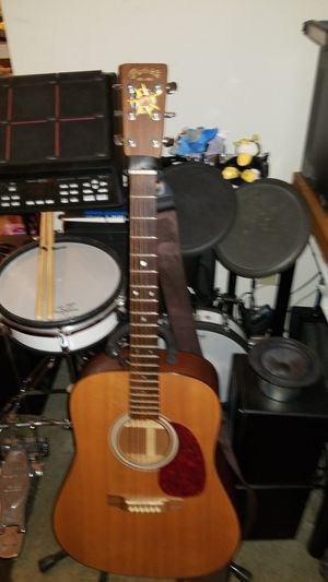 Martin D1 Acoustic Guitar with case for Sale in Whittier, CA