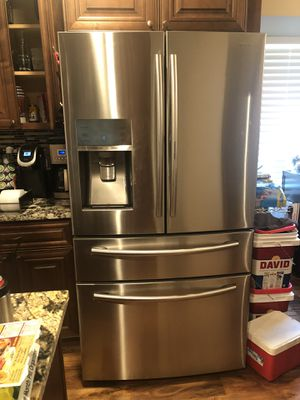 Nice Samsung 30 cubic foot stainless refrigerator 3 years old for Sale in Plano, TX