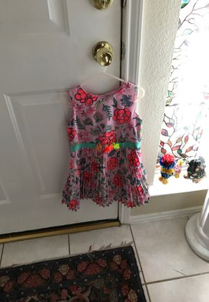Like new girl's dress with flowers from cat & jack size 5 for Sale in Mesquite, TX