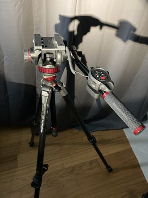 Manfrotto Carbon Fiber Tripod Kit for Sale in Newport Beach, CA