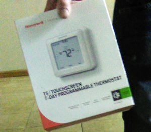 Honeywell touchscreen programmable thermostat for Sale in Gresham, OR