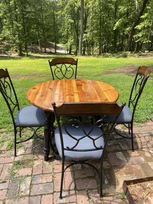 Table and 4 chairs for Sale in Easley, SC