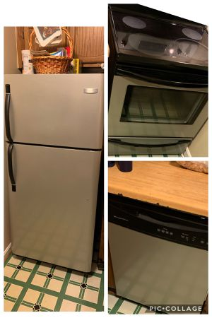 Frigidaire 3 piece kitchen appliances (sold as set) for Sale in Bowie, MD