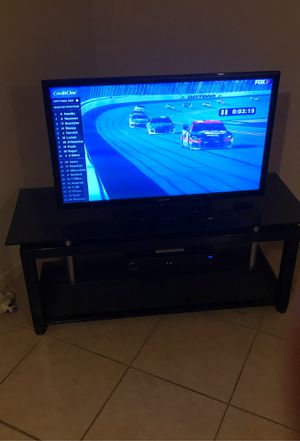 Samsung 42 inch TV and Stand for Sale in Newark, TX