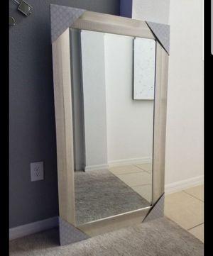 Big luxurious mirror for Sale in MAGNOLIA SQUARE, FL