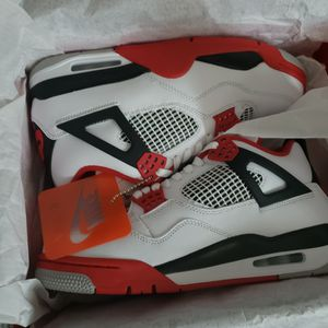Retro 4 Fire Red Sz8 for Sale in Long Beach, CA