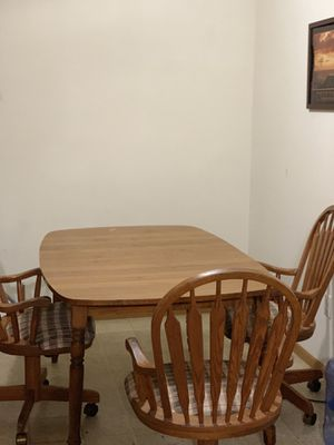 Kitchen table with 4 chairs for Sale in Macomb, IL