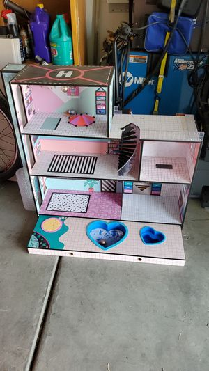 LOL doll house playset with pool and jacuzzi for Sale in Murrieta, CA
