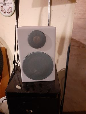 Monitor audio radius speakers with Center in amazing condition these speakers they speak for themselves for Sale in Post Falls, ID