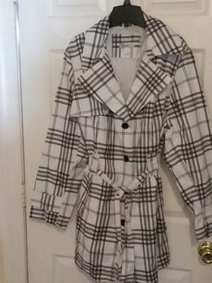 DRESS BARN PLAID ALL WEATHER TRENCH COAT for Sale in Wilmington, DE