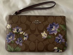 Coach Large Wristlet Wallet for Sale in Los Angeles, CA
