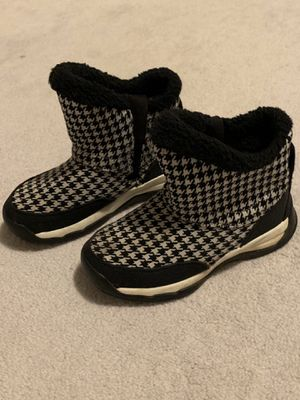 GIRLS Nike ankle boots, cloth material, size 1 for Sale in Portland, OR
