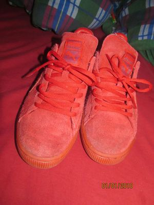 Red suede pumas for Sale in Miami, FL