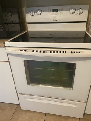 Whirlpool stove & microwave for Sale in Kissimmee, FL
