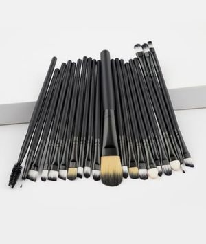 20 Makeup Brushes for Sale in Wixom, MI
