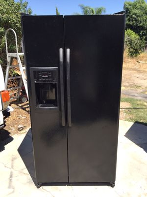 Black Apartment Size Side by Side General Electric Refrigerator for Sale in Upland, CA