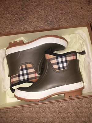 New Children Burberry Rubber boots size 13T for Sale in Fort Meade, MD