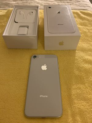 iPhone 8 white 64 Gb for Sale in Tustin, CA