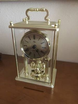 Vintage Mantle Clock, Shiny gold for Sale in Miami, FL