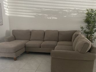 3 Piece Sectional Haverty Furniture for Sale in Miami Gardens,  FL