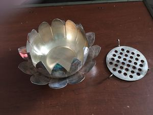 Leonard Center Piece Silver-plated for Sale in Lexington, KY