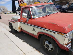 Ford F-350 tow truck ranger for Sale in Colorado Springs, CO