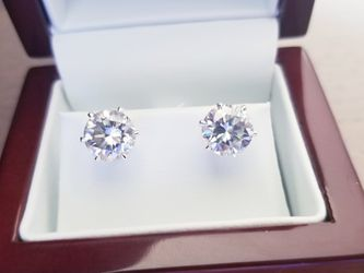 New 4ct moissanite Diamonds Stud Earrings for Sale in Bloomfield Hills,  MI
