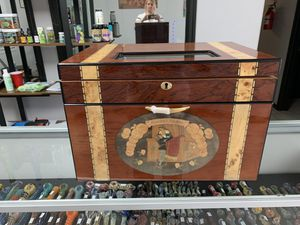 Glass top humidor for Sale in Las Vegas, NV