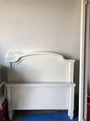 Twin wood bed frame white for Sale in Irvine, CA