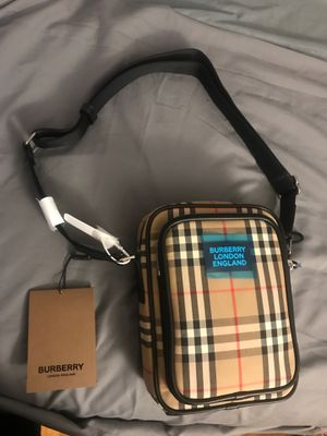 Burberry messenger bag-os for Sale in The Bronx, NY