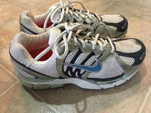 Nike running shoes, ladies (size 7). Apple run device inside for Sale in Aldie, VA
