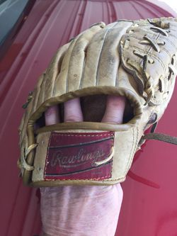 Rawlings infielder Glove for Sale in Cary,  NC