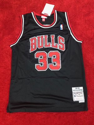 scottie pippen Chicago bulls jersey size medium and large for Sale in Atlanta, GA