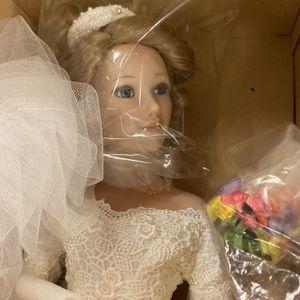 VINTAGE PORCELAIN BRIDE DOLL W CERTIFICATE OF AUTHENTICITY for Sale in Phoenix, AZ