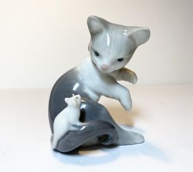 Lladro Porcelain Figurine - Cat And Mouse for Sale in Bellevue,  WA