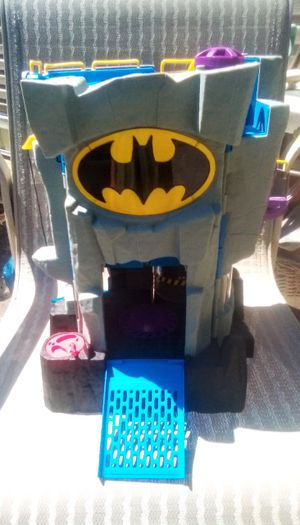 IMAGINEXT BATMAN BAT CAVE PLAYSET for Sale in FALLING WTRS, WV