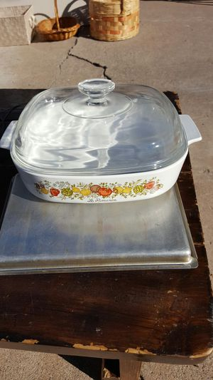 Corningware 10x10x2 with Lid for Sale in Glendale, AZ