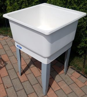 22 in squared excellent condition utility slop sink for Sale in Morton Grove, IL