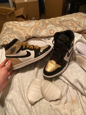Nike air Jordan 1 gold and black for Sale in Arlington, TX