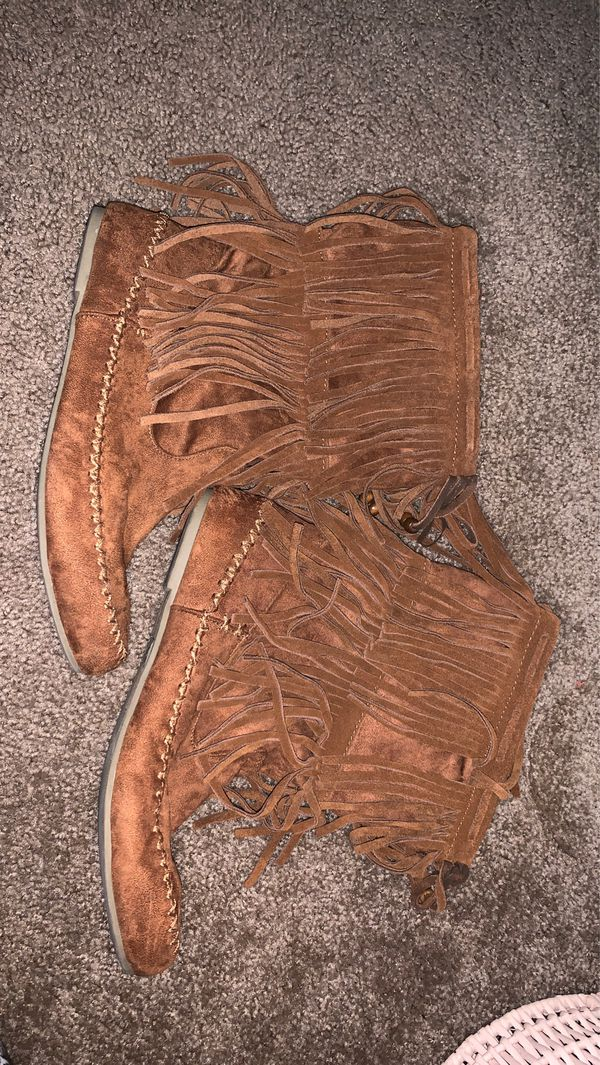 Hippie Fringe Moccasin Boots Size 9