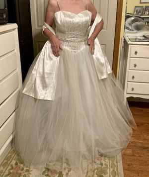Wedding dress. Worn once. $75 for Sale in Alsip, IL