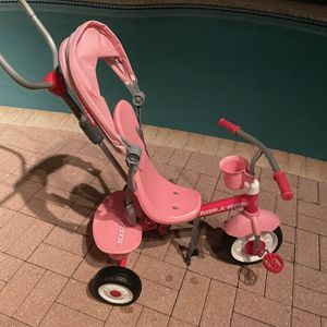 Radio Flyer Tricycle, Pink Aged For Up to 5 Years for Sale in Fort Lauderdale, FL