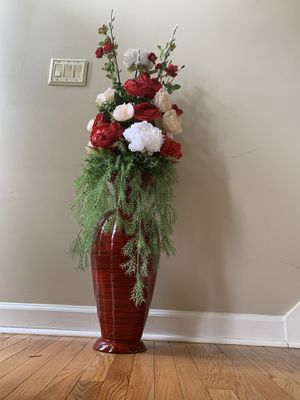 Bamboo vase with artificial flowers for Sale in Douglasville, GA