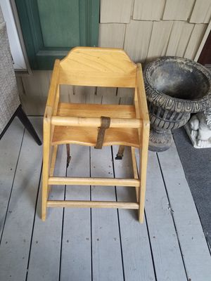 Wood table style highchair for Sale in North Myrtle Beach, SC