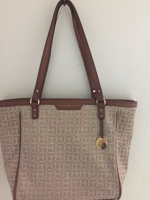 Tommy Hilfiger bag authentic for Sale in Miami, FL